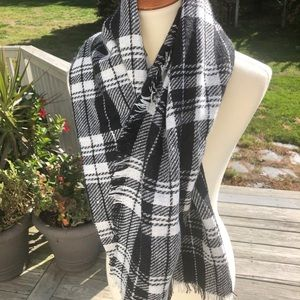 Accessories - Like new black & white plaid winter scarf